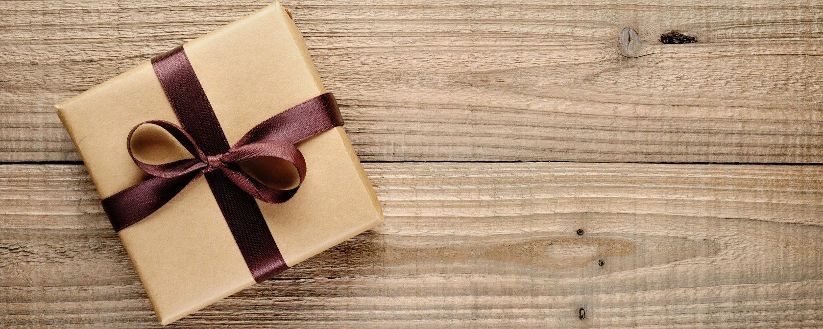 Какими подарками задаривают веб моделей